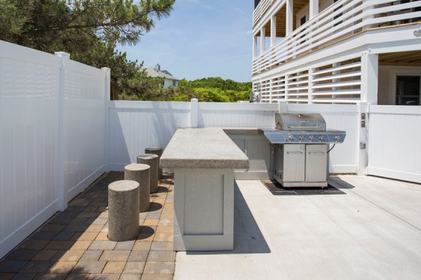 Outdoor Kitchen & Water Features